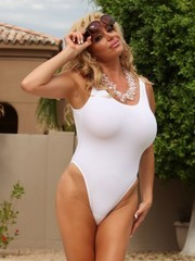 Very sexy American moms in BIKINI 2015