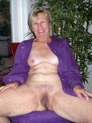 nice mature pussy waiting for pleasure