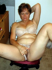 Nice mature wife pulled her panties to..