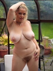 Perfect mature slut without clothes