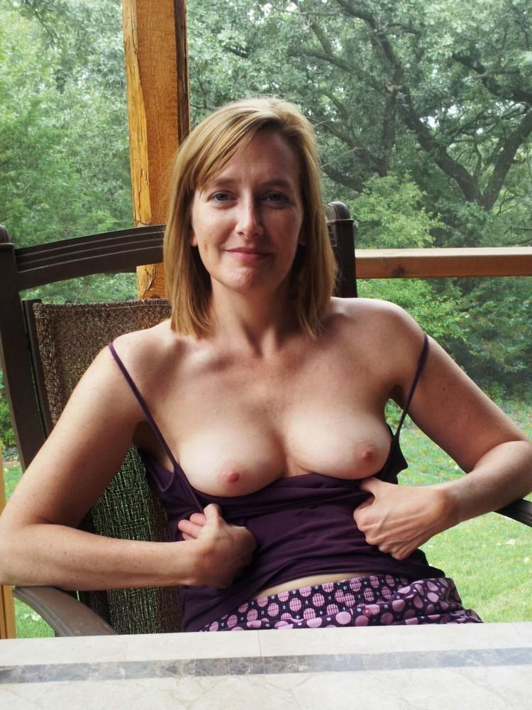 Multiple nude women pics
