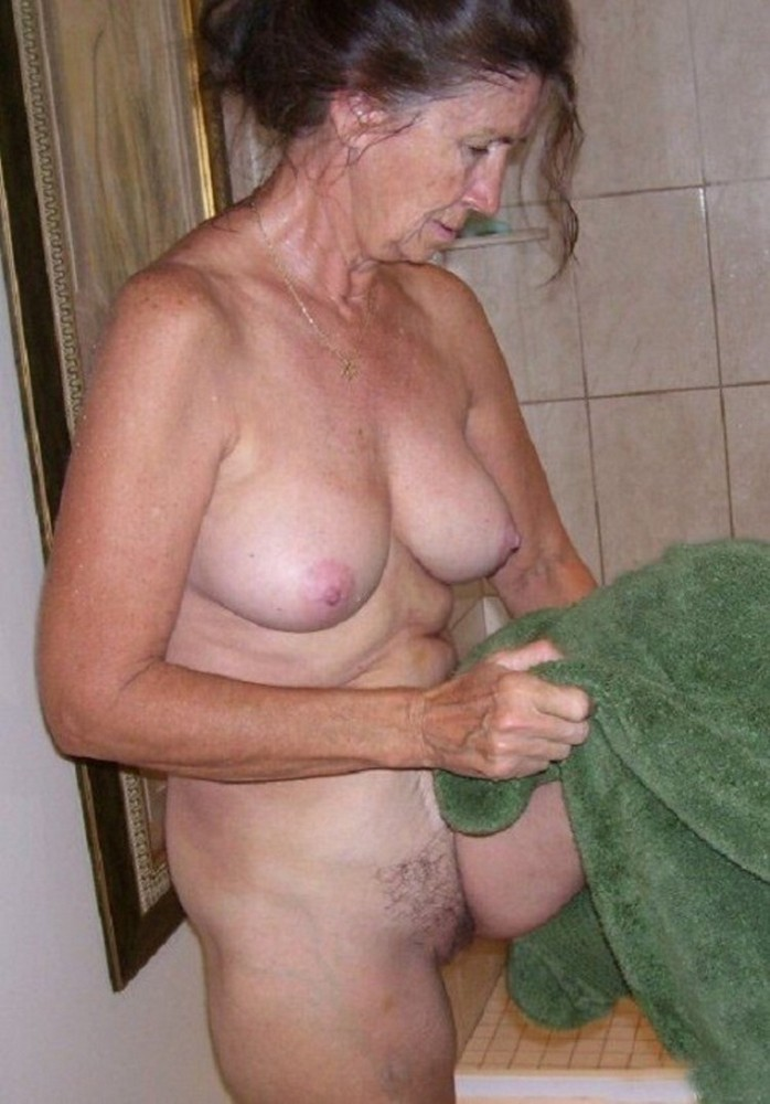 Mature women saggy naked