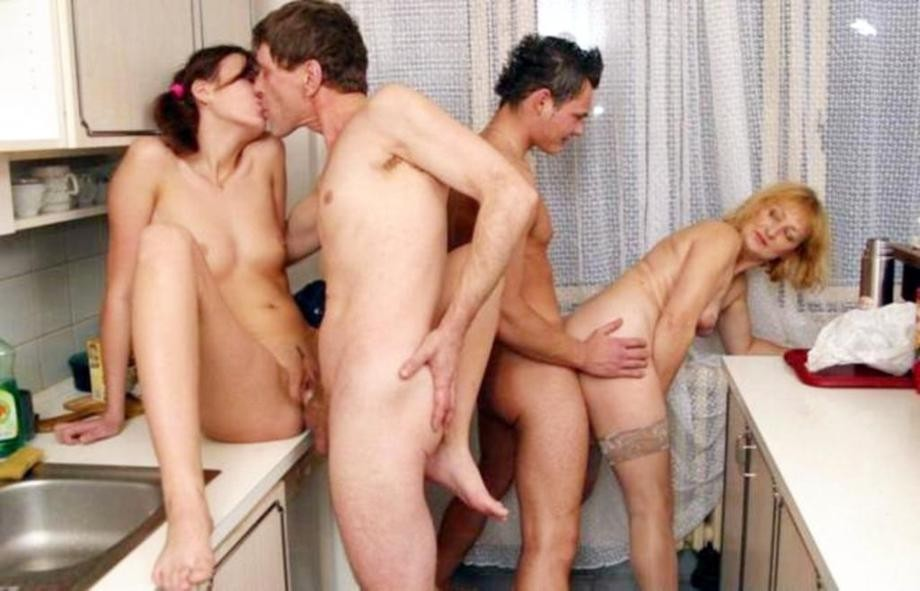 Family Orgies - One of biggest FREE Incest TGP!