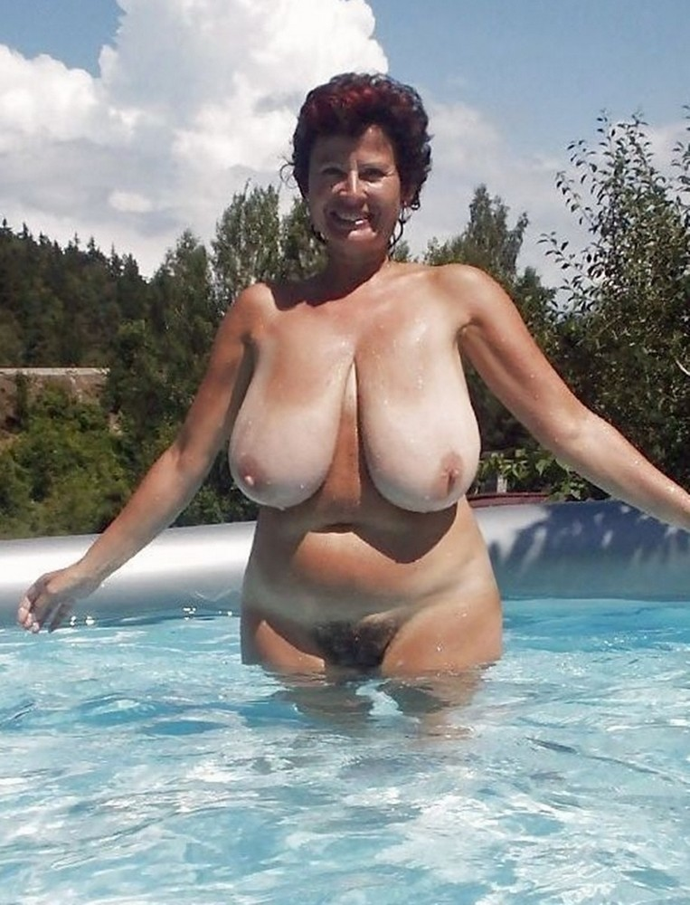 Hot horny naked nude cougar