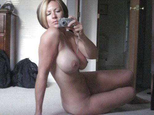 Naughty Wives - Naked Women and Their Home Photos