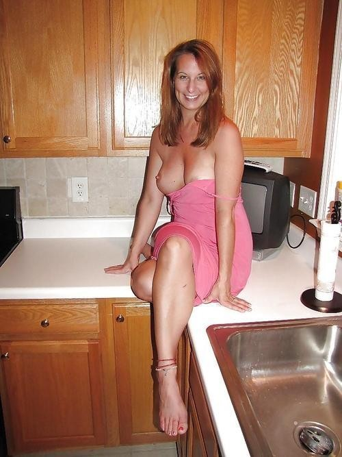 amateur usa milfs flashing boobs and pussy original picture 6
