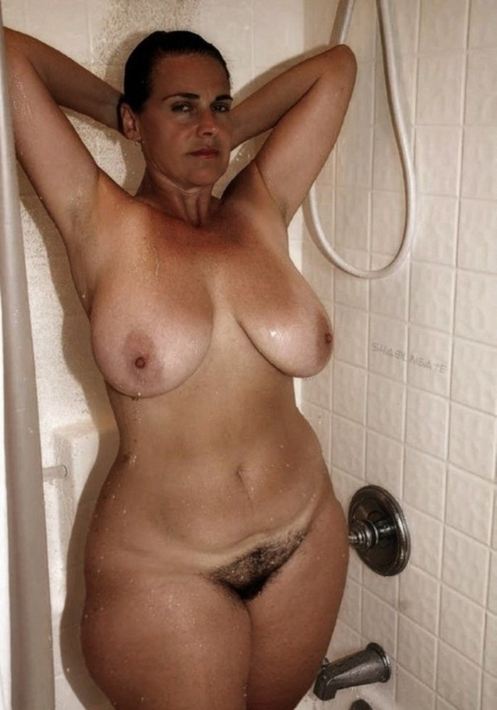 naked mature wives wide hips