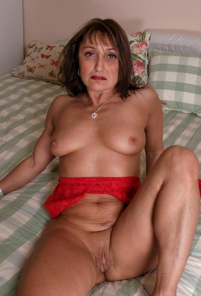 Old naked mom